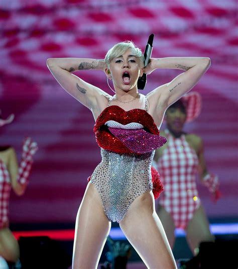 Miley Cyrus' Topless Look at Alexander Wang Party Creates ...