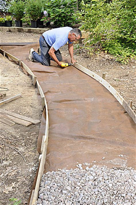 building a gravel path 1000 images about landscaping ideas on pinterest gardens backyards and walkways