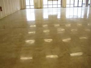Come posare un pavimento in cemento? La scelta delle tipologie, le tecniche di posa e le finiture
