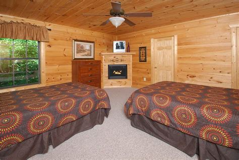 5 Bedroom Cabins In Gatlinburg by Pigeon Forge Cabin Gatlinburg Lights 5 Bedroom Sleeps 14