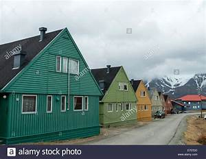 Häuser In Norwegen : longyearbyen street stockfotos longyearbyen street bilder alamy ~ Buech-reservation.com Haus und Dekorationen