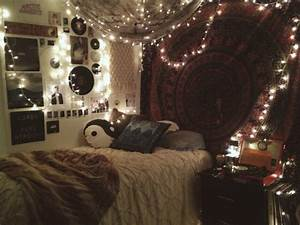 Hipster bedroom wall hanging fairy lights We Heart It