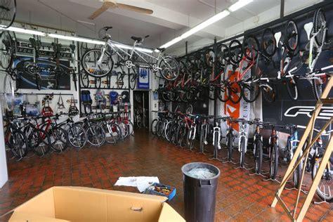 negozi di ladari a roma portuense nel negozio di bici i ladri spostano l