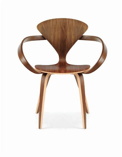 chaise bois design chaise design organique avec accoudoirs en noyer en