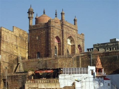 interesting architectural sights  varanasi