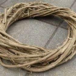 Kränze Binden Aus ästen : bastelanleitung f r einen kranz aus lianen basteln und ~ Lizthompson.info Haus und Dekorationen