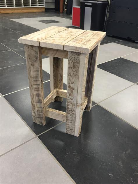meuble palette bois meuble palette tabouret en bois recycl 233 meubles et rangements par azur palette services