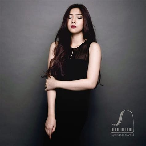 biografi isyana sarasvati artis indonesia multi talenta