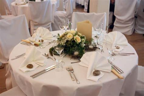 Blumen Hochzeit Dekorationsideenblumen Hochzeit In Weiss by Blumendeko Runder Tisch Bildergalerie Hochzeitsportal24