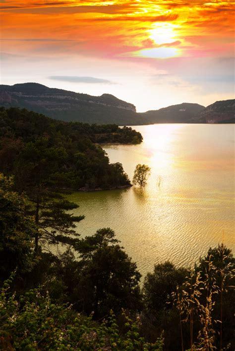 paisaje vertical  lago de montanas descargar fotos gratis