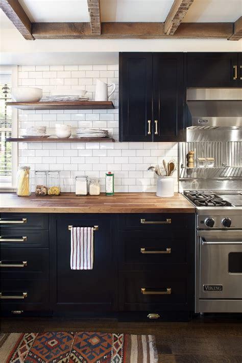 cuisines actuelles obsession une cuisine aménagée bois et noir