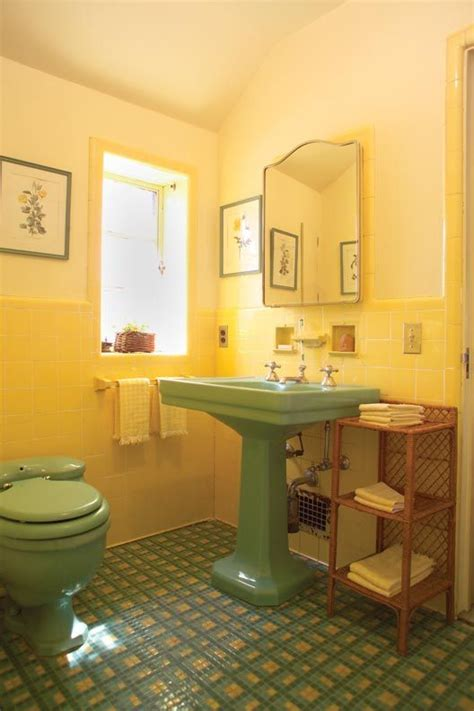 Yellow Tile Bathroom Paint Colors by Best 25 Yellow Tile Bathrooms Ideas On