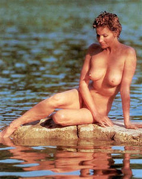 female nude in office