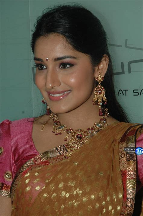 Wallpaper World Beautiful Indian Girl In Pink Saree