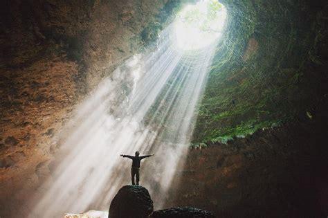 goa jomblang gunungkidul seperca cahaya surga  jatuh