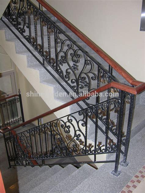 escalier en fer forge interieur escalier en fer forg 233 conception res et mains courantes