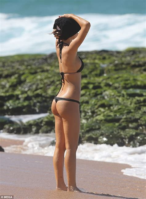 Alexis Ren hits the beach in Hawaii   Daily Mail Online