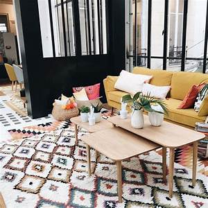 Photo de canape jaune moutarde dans salon moderne avec for Tapis moderne avec canapé contempo
