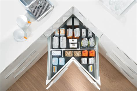 Lade Ad Angolo by Blum S Space Corner