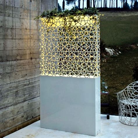 Decorative Partitions - flower pots are light and yet modern decorative partitions