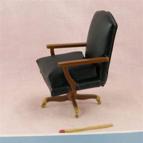 mini golf de bureau fauteuil bureau miniature cuir maison de poupée