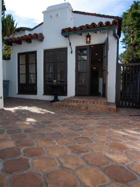 mediterranean guesthouse  courtyard hgtv