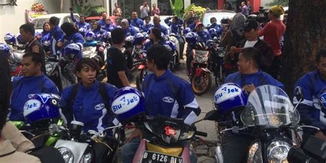 Tempat Aborsi Di Semarang Blu Jek Sebut Go Jek Dan Grab Bike Bukan Saingan Merdeka Com