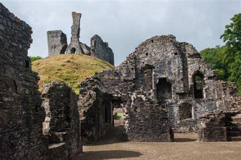okehampton castle historic devon guide