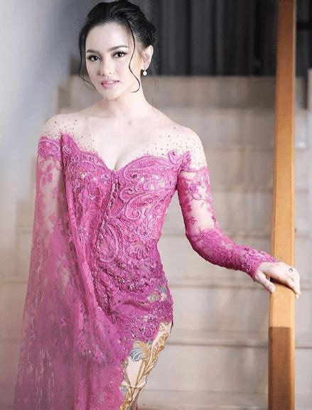 model kebaya brokat warna pink model kebaya modern