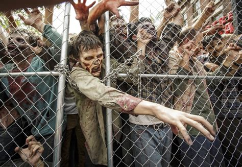 Watch a sneak preview of the attraction — which was announced on the talking dead on. Universal Studios Hollywood The Walking Dead opens July 4
