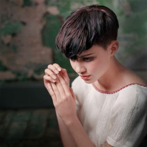 potongan rambut wanita trend  musim