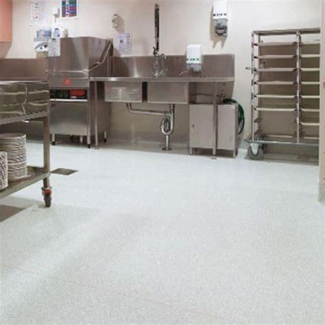 revetement sol cuisine professionnelle revêtement de sol antidérapant pour cuisines collectives