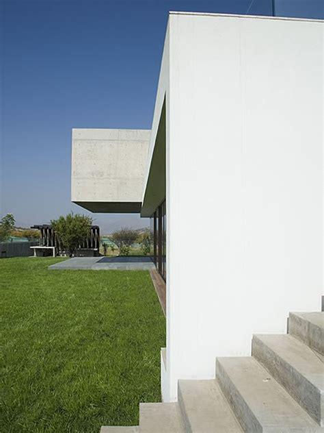 shaped house  glass  floor  concrete upper modern house designs