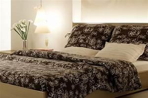 Schlafzimmer In Brauntönen : farbpsychologie bedeutung und wirkung von farben rot blau gr n gelb lila braun ~ Sanjose-hotels-ca.com Haus und Dekorationen