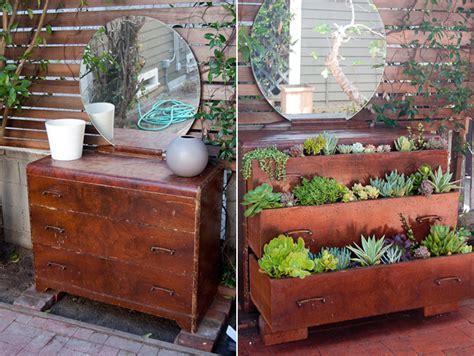 Hacer una práctica jardinera con un mueble antiguo.   Mil