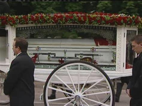 robin gibbs family  friends turn    funeral