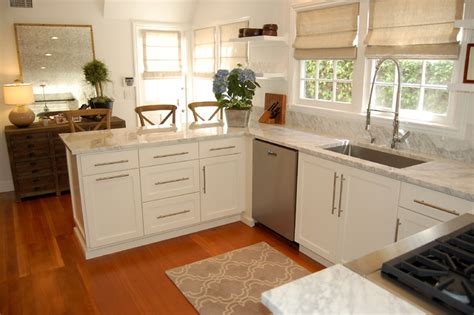 newport beach cottage kitchen
