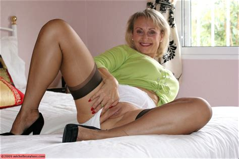Very Classy And Beautiful Blonde Fatty Spreads Her Legs