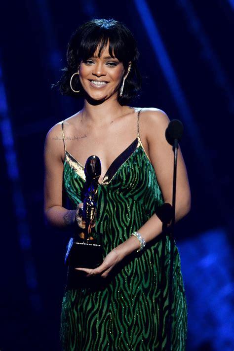 Mobile Billboard rihanna    billboard  awards show 682 x 1024 · jpeg