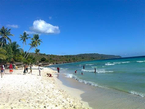 cantiknya pantai pantai   alami  sulawesi