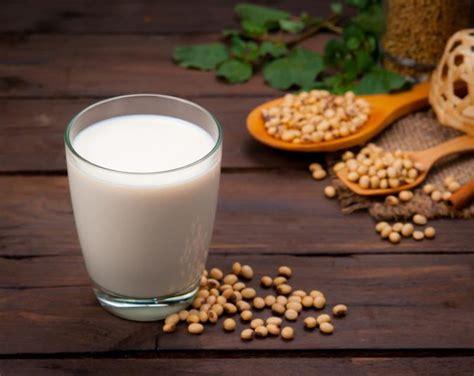 can vegetarians drink milk can vegans drink soy milk livestrong com