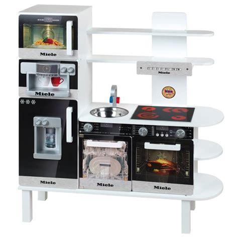jeux de grand prix de cuisine cuisine en bois miele grand modèle jeux et jouets klein