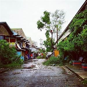 Thousands evacuate as Typhoon Rammasun strikes Philippines ...