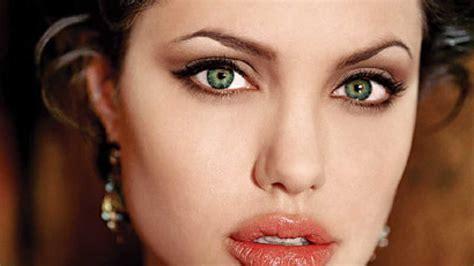 foto de I want lips like Angelina Jolie