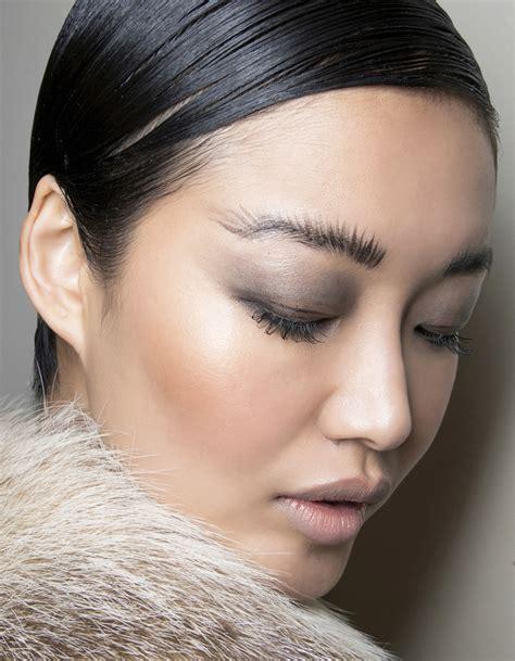Installer objets vêtements coiffures maquillage comment faire? — Les Sims