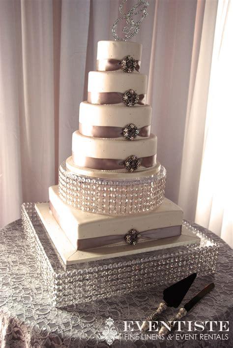 Table Linen + Wedding Cake  Pretty Table Linen