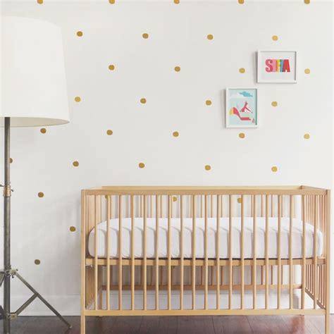 papier peint chambre bebe stickers chambre bébé fille pour une déco murale originale