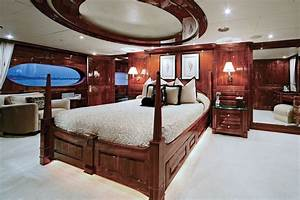 Luxury yacht ONE MORE TOY - Master suite with its own ...