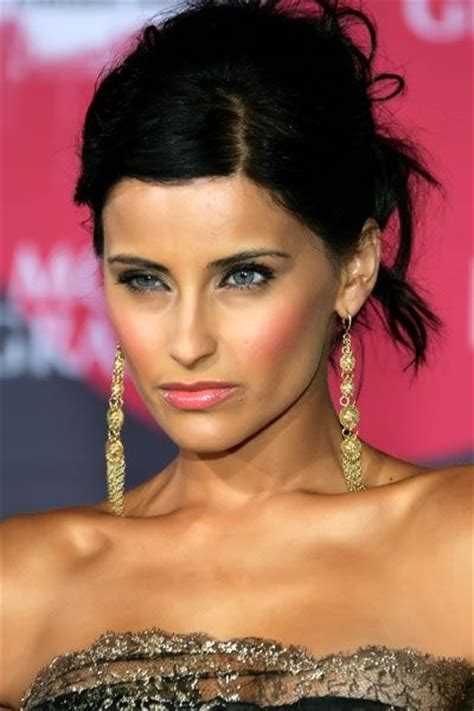 nelly furtado hair color hair colar  cut style