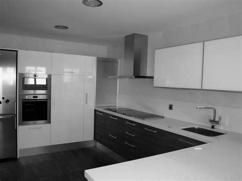 cocina blanca suelo gris inspiracion de diseno de